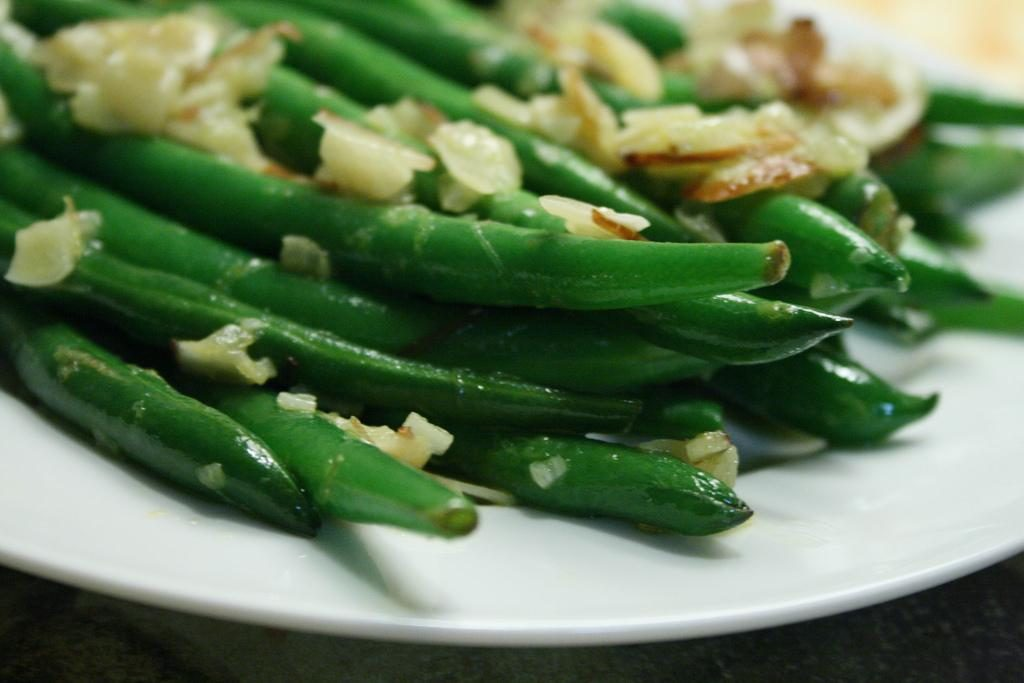Preparing and cooking green beans